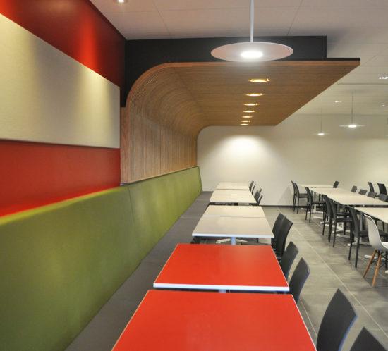 mobilier coloré pour restaurant d'entreprise